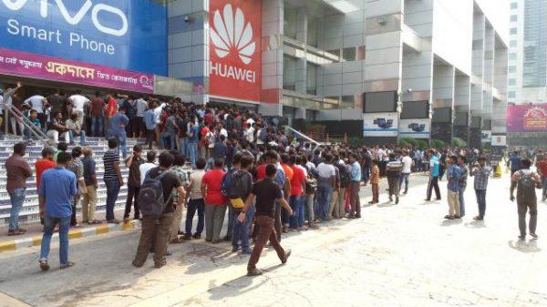 ঢাকায় 'অ্যাভেঞ্জারস' এর টিকেট কিনতে দীর্ঘ লাইন!