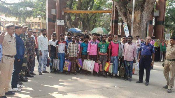 সুন্দরবনে মাছ ধরতে যেয়ে আটক ১৫ জেলেকে ফেরত দিয়েছে ভারত