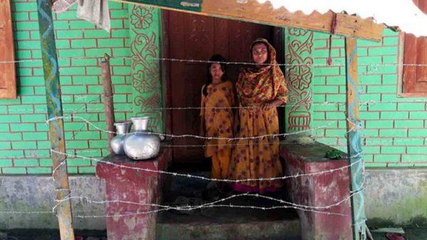 বাগেরহাটে একটি পরিবারকে মারধর করে কাঁটা তার দিয়ে অবরুদ্ধ করে রেখেছে ছাত্রলীগ নেতা