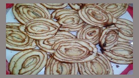 শীতের সকালে তৈরি করুন মজাদার তেজপাতা পিঠা